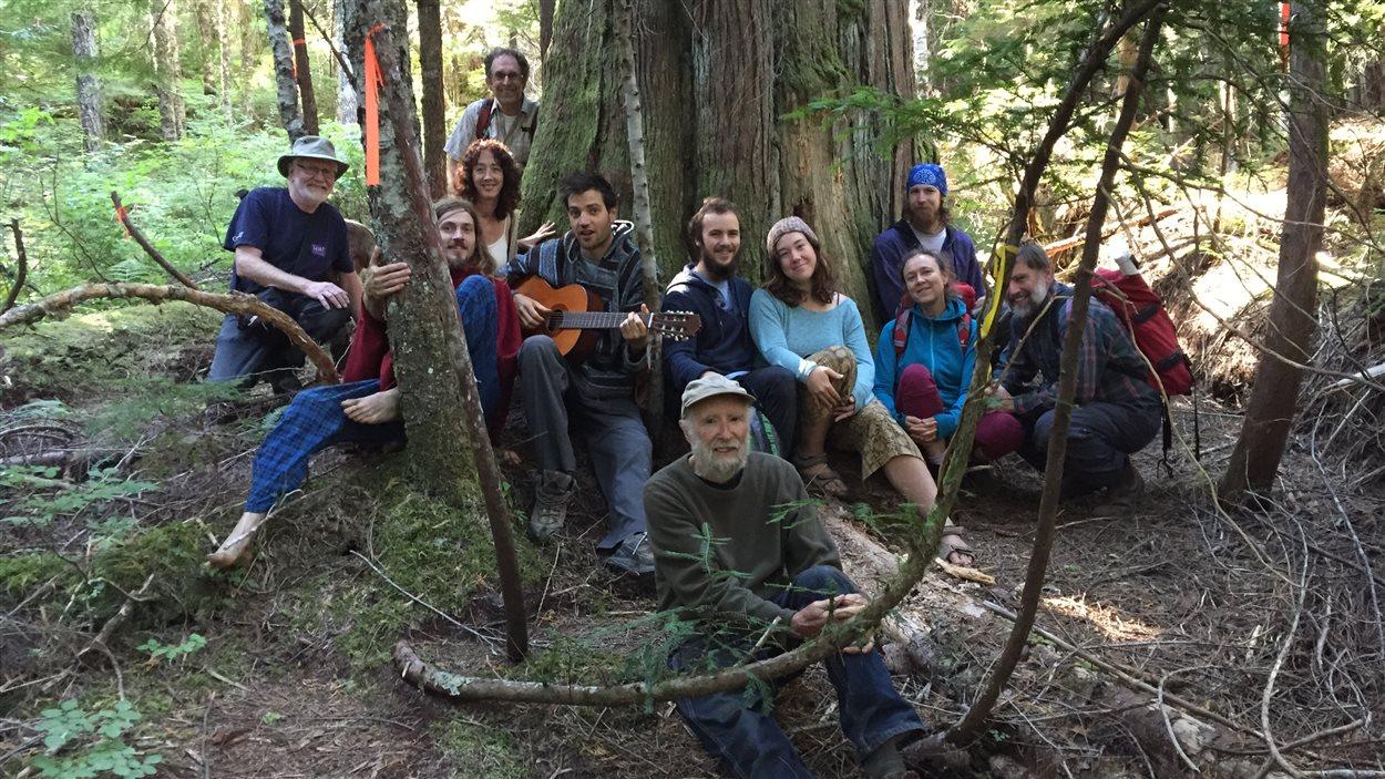 Une partie de ceux qui se battent pour préserver les forêts anciennes sur la Côte Sunshine, en Colombie-Britannique.