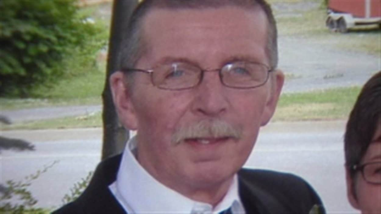 La victime, Peter Kempton.
