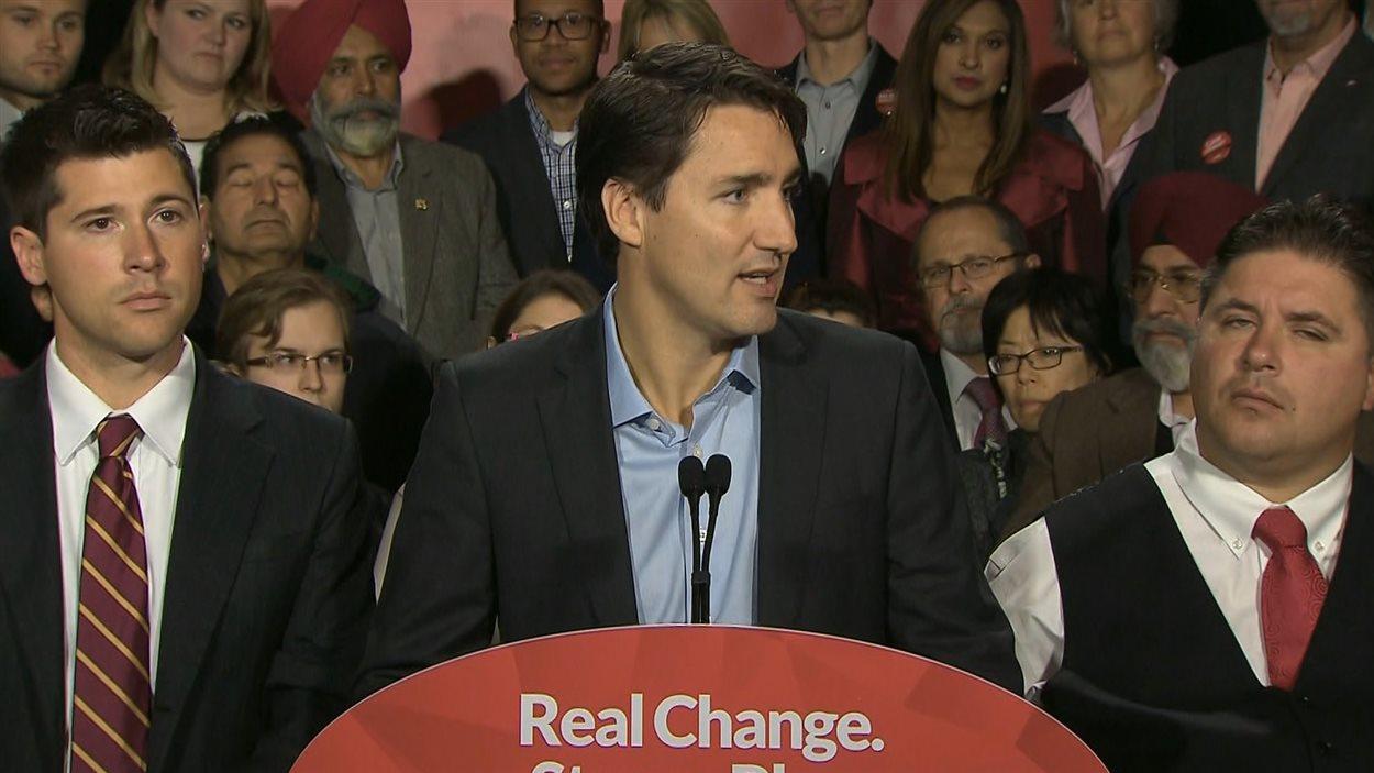 De passage à Calgary, le chef libéral, Justin Trudeau, a répondu aux questions des journalistes.