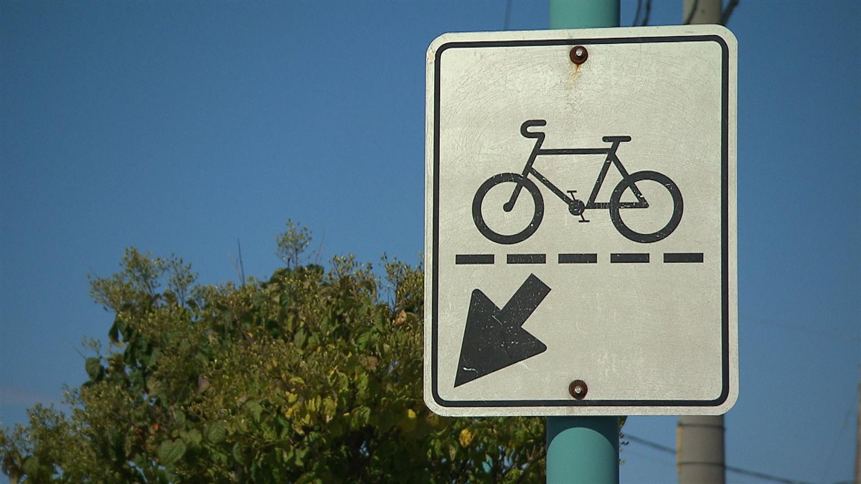 Un panneau signalant la présence de circulation à vélo.