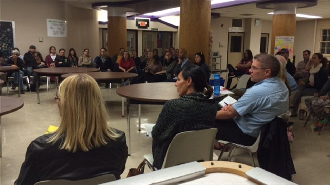 Des résidents du quartier City Park à Saskatoon tentent de trouver des solutions à la fermeture de leur épicerie de quartier.