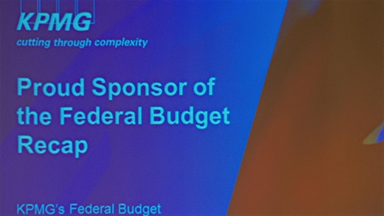 Une diapositive présentée pendant un discours de Joe Oliver à Vancouver, avec mention d'une commandite de KPMG