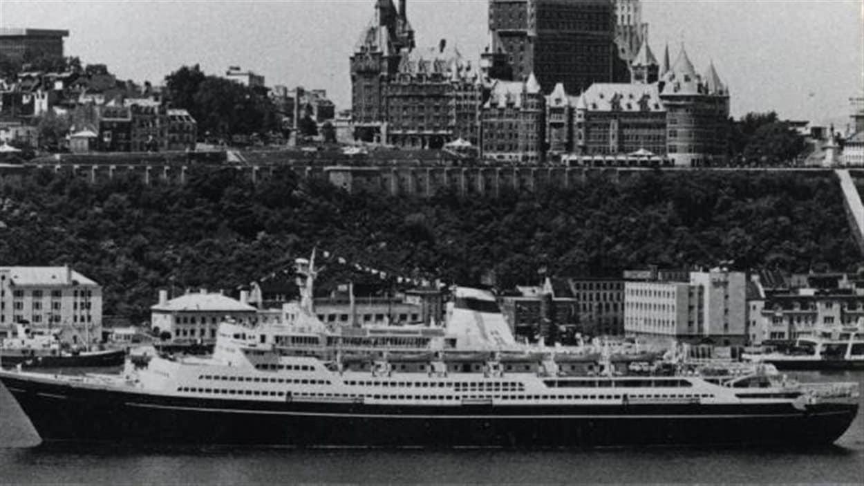 L'Alexander Pushkin lors de son passage à Québec en 1966