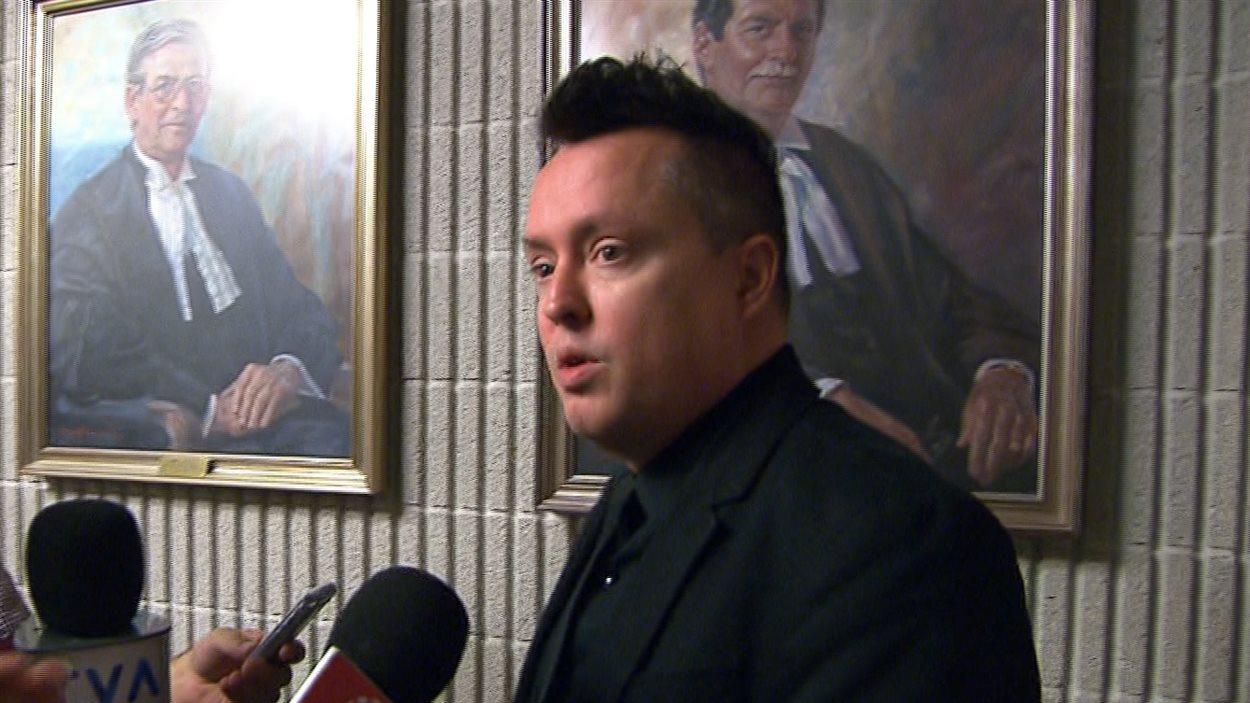 Mike Ward au palais de justice de Montréal.