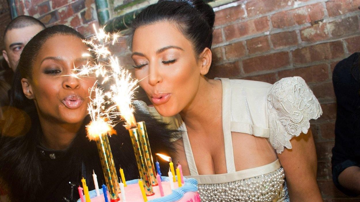 La star de la téléréalité américaine, Kim Kardashian, lors de son 30e anniversaire, à New York en 2010