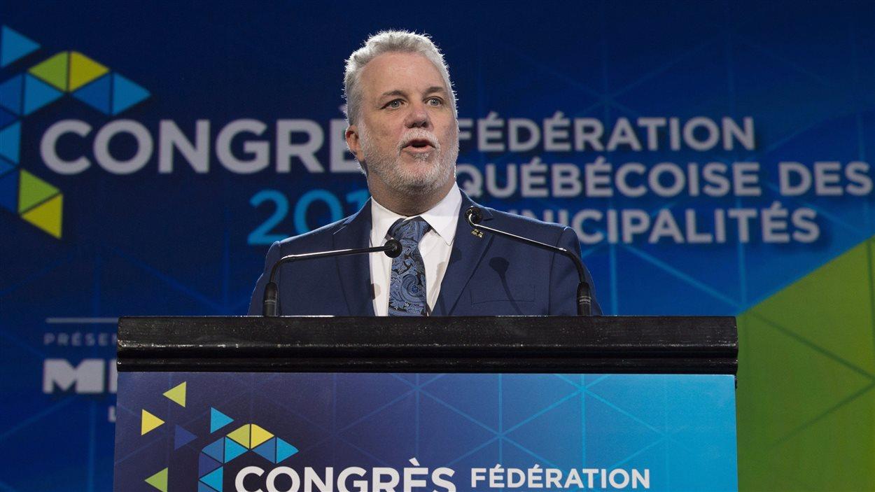 Philippe Couillard, premier ministre du Québec, durant son allocution devant les membres de la Fédération québécoise des municipalités.