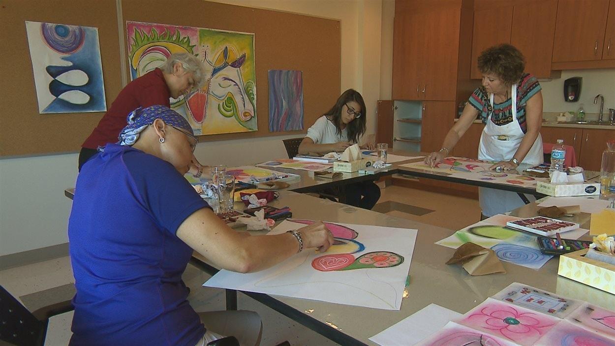 On nous a ouvert les portes d'un atelier de création libre pour les personnes atteintes du cancer et leurs proches