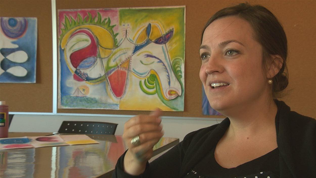 Marie-Ève Laflamme est accréditée de l'Association des art-thérapeutes du Québec