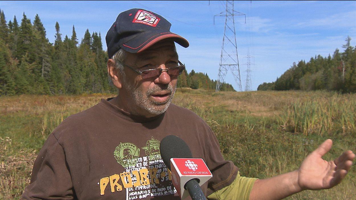 Réjean Anctil, travailleur forestier dans le Bas-Saint-Laurent, est victime de la crise forestière.