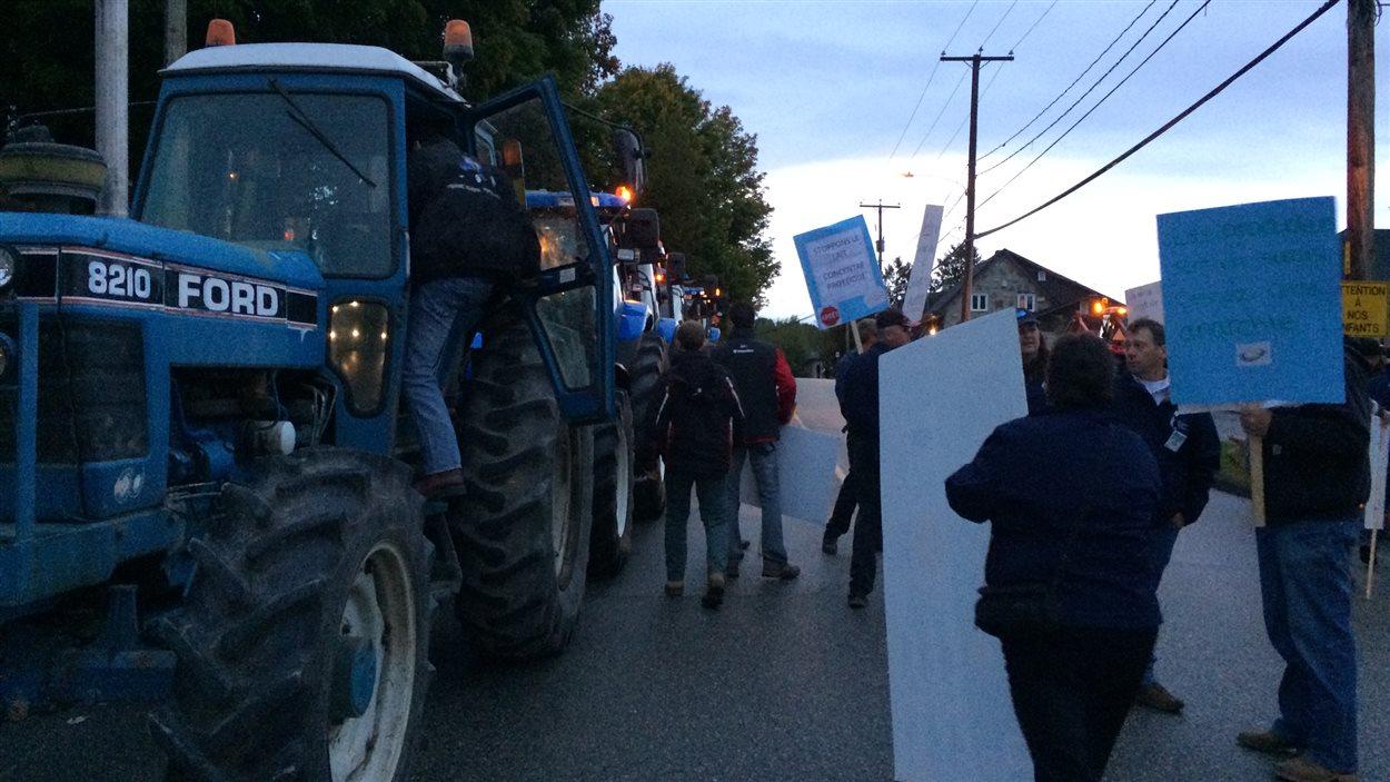 Manifestation des producteurs agricoles à Ascot Corner