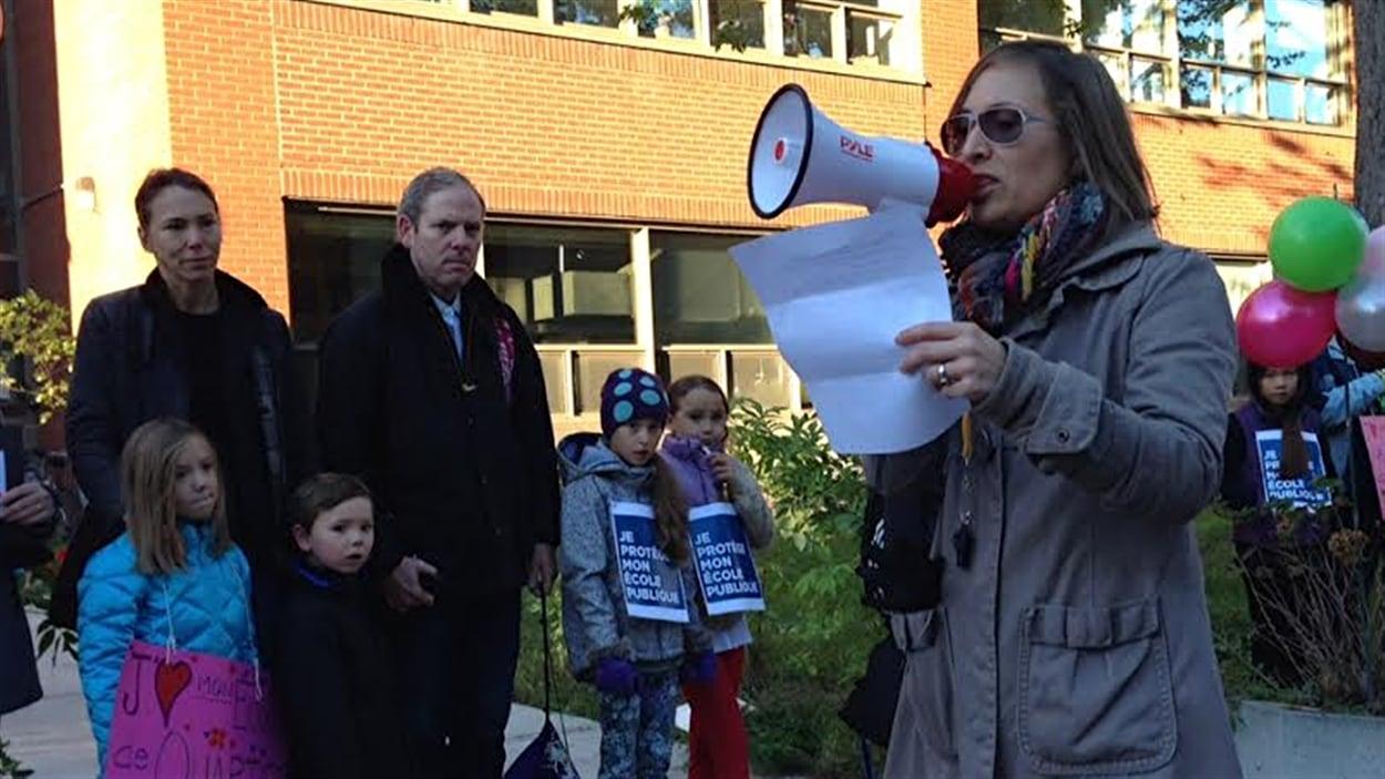 Manifestation à l'école Saint-Léon de Westmount