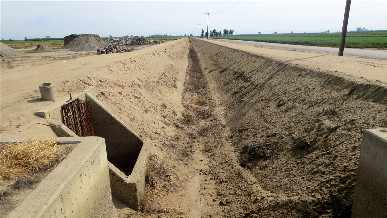 Les réservoirs d'eau et les canaux de l'État sont à sec.