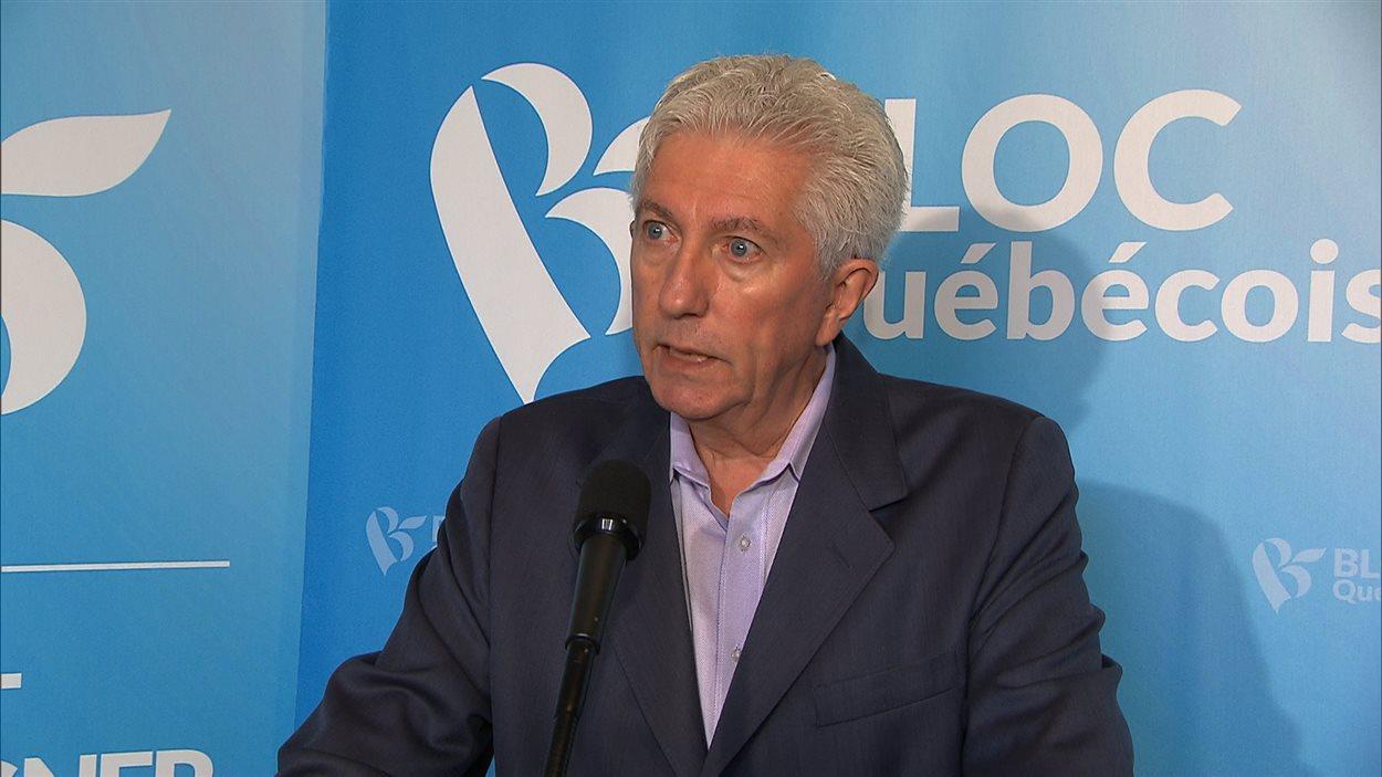 Le chef du Bloc québécois, Gilles Duceppe, veut que ses rivaux s'engagent à ne pas signer un éventuel accord de libre-échange du Partenariat transpacifique qui compromettrait le système de gestion de l'offre.