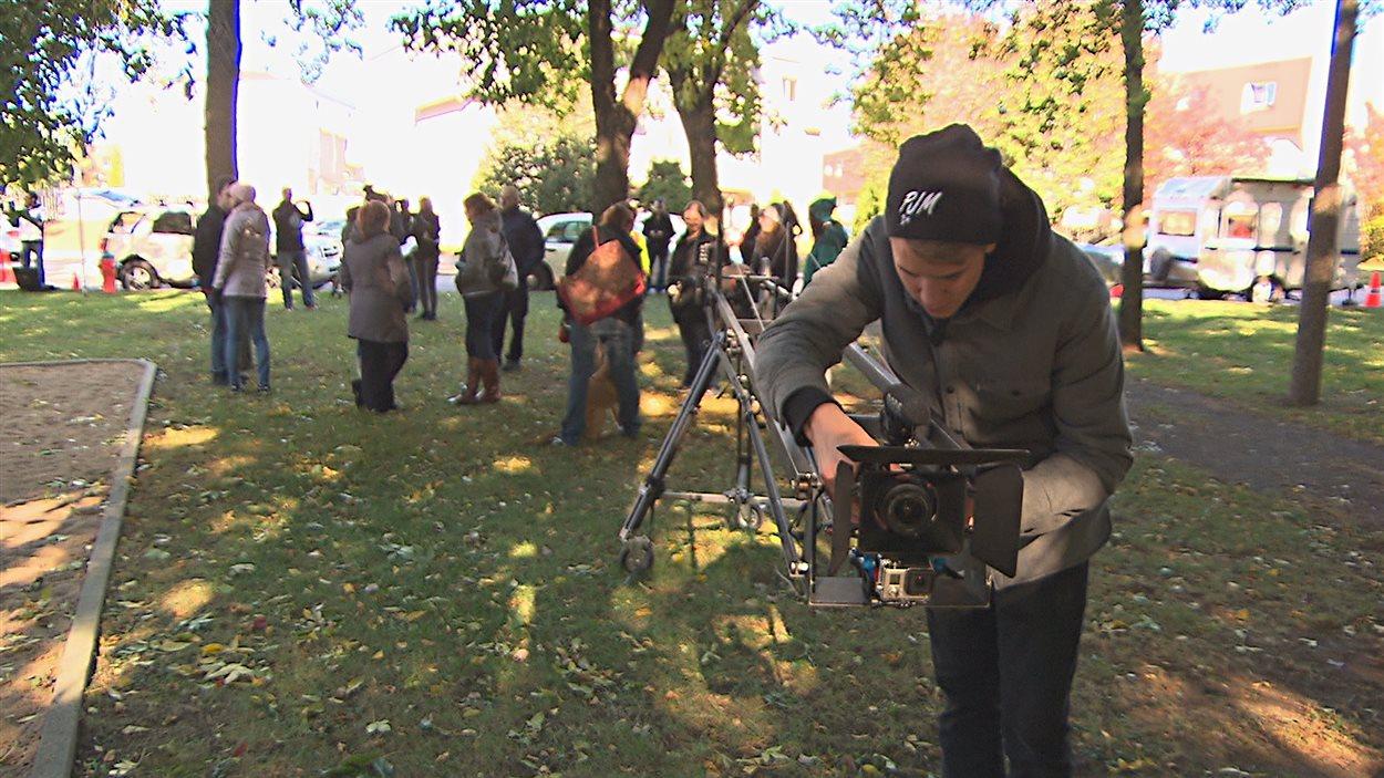 L'équipe de production prépare le tournage.