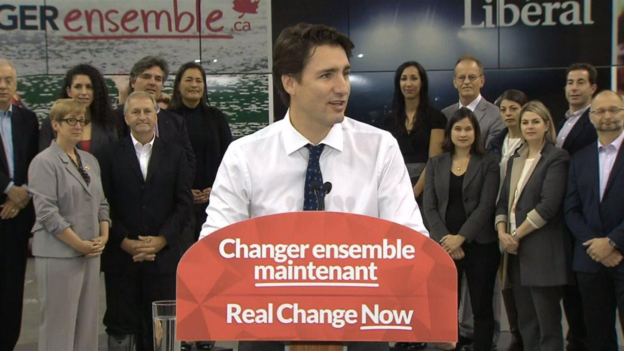 Justin Trudeau est resté prudent sur le déversement de milliards de litres d'eaux usées annoncé par Montréal.