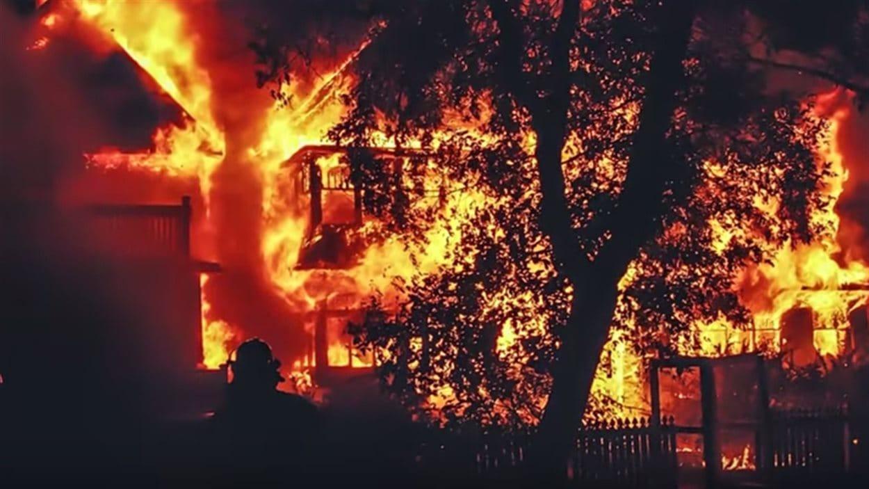 Un feu dans une maison