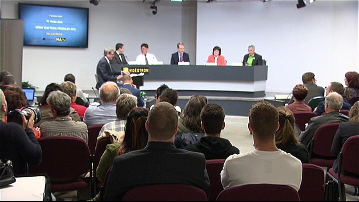 Près de 70 partisans et citoyens de Gatineau ont assisté au débat électoral organisé par la Ville.