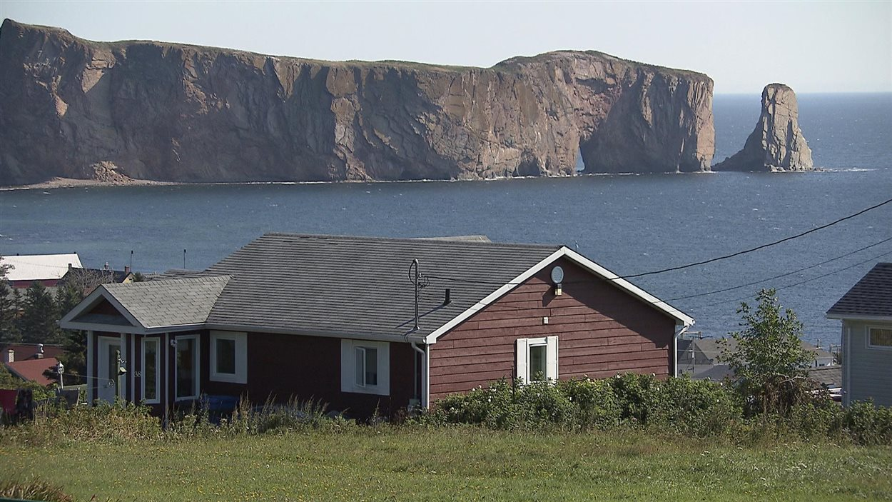 Rocher percé en Gaspésie