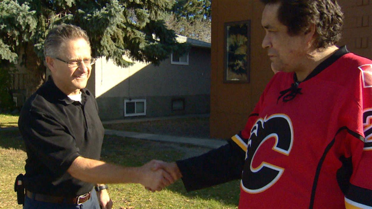 Jim Prokop, propriétaire d'un petit commerce de Calgary, a aidé un client de prêteurs sur salaire à rembourser sa dette.