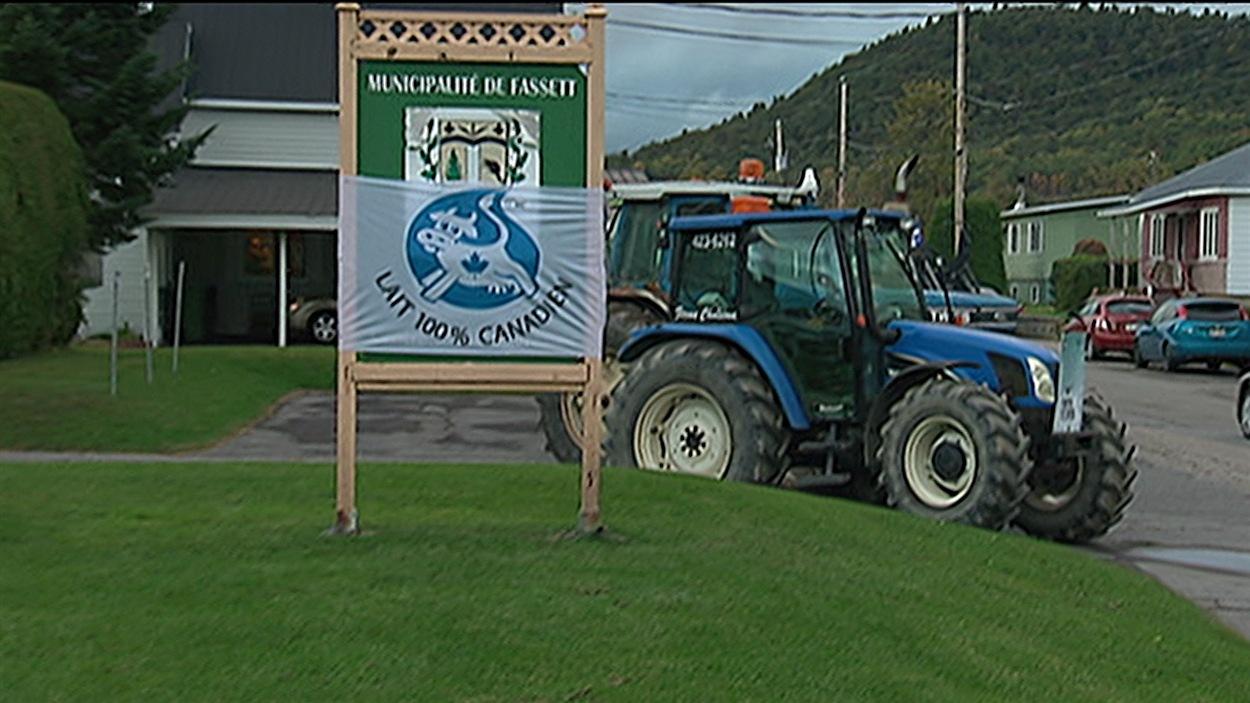 Des producteurs laitiers ont été rencontrés à Fasset, vendredi.