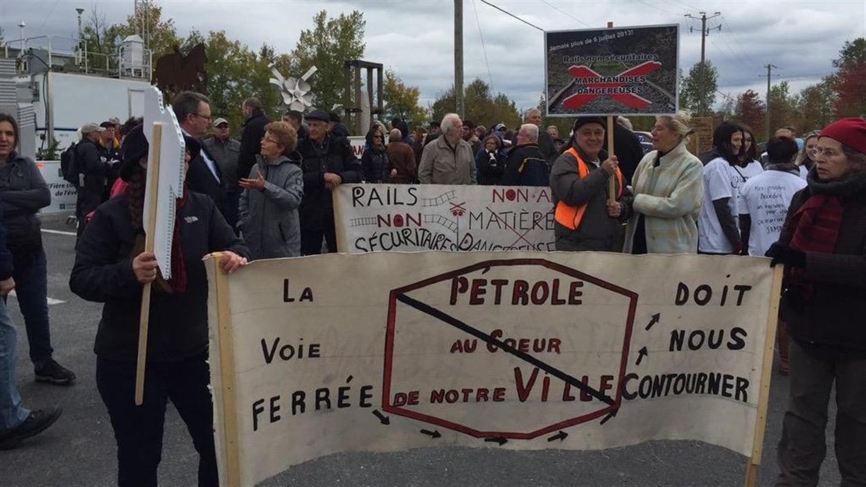 Plus d'une centaine de personnes sont venus manifester à Lac-Mégantic.