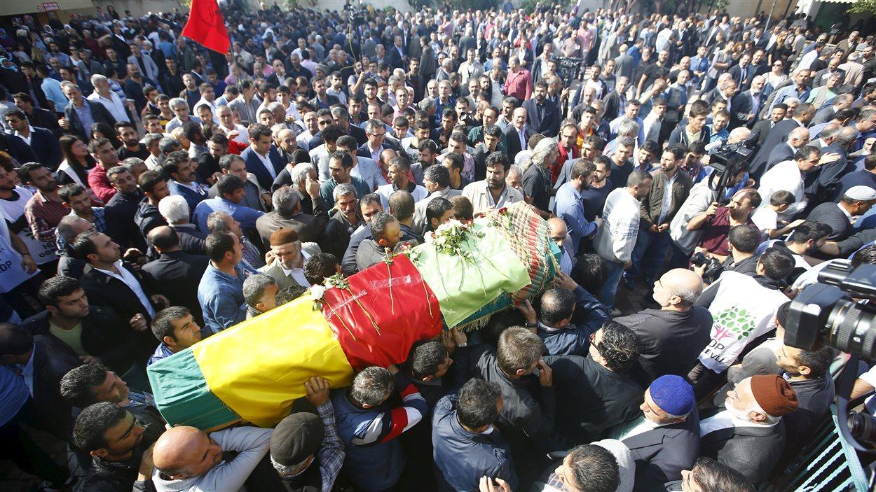 Funérailles à Istanbul le 12 octobre de victimes de l'attentat survenu à Ankara, le 10 octobre
