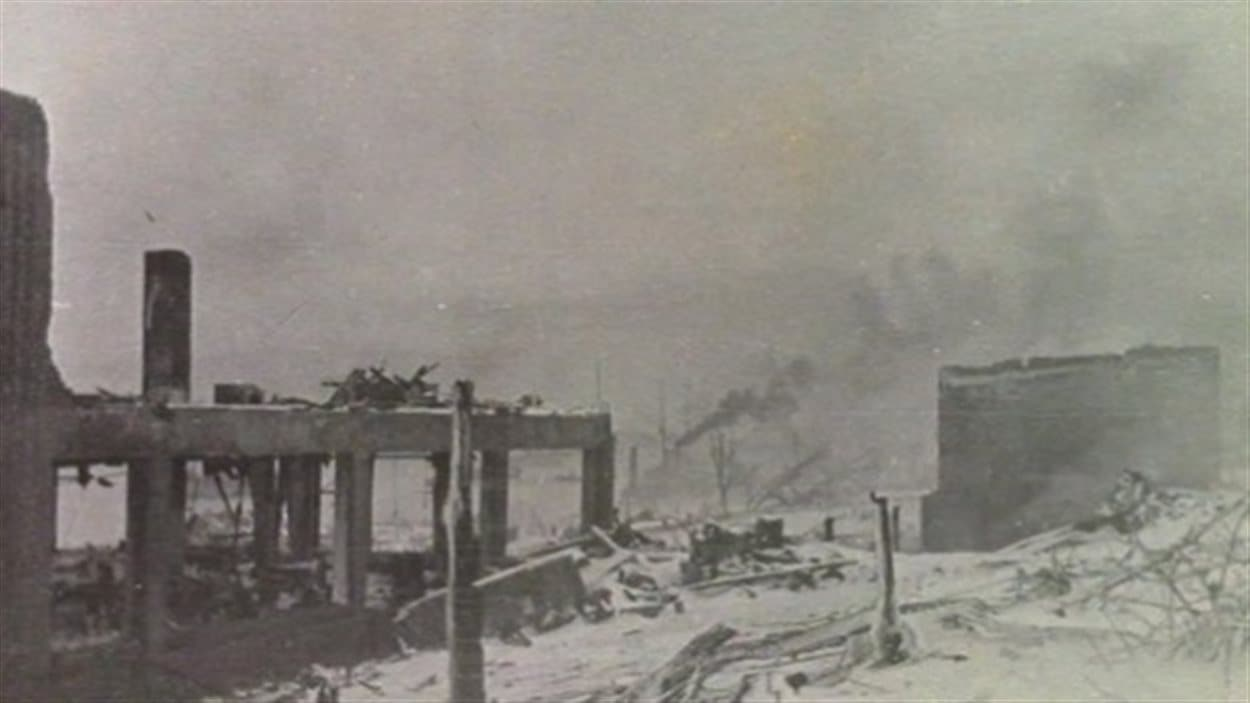 L'explosion qui a suivi une collision entre un cargo bourré de munitions et un autre navire dans le port d'Halifax, en 1917, avait dévasté une grande partie de la ville