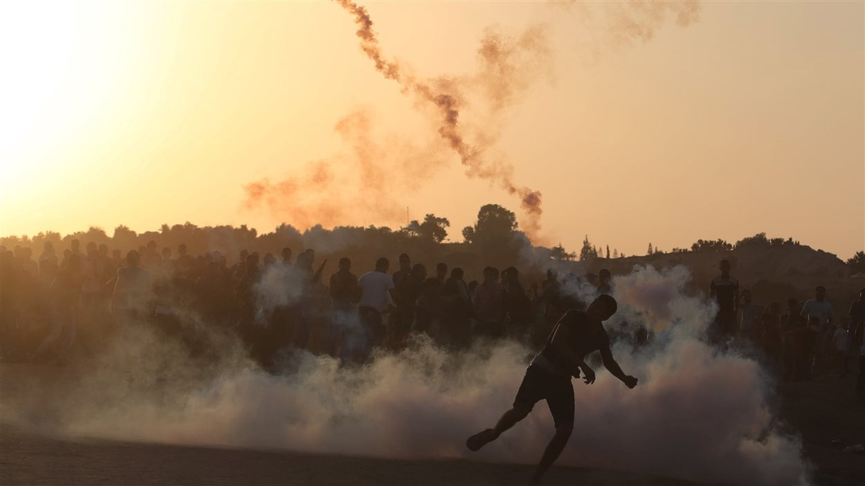 Affrontement entre Palestiniens et policiers israéliens à la frontière entre Israël et Gaza