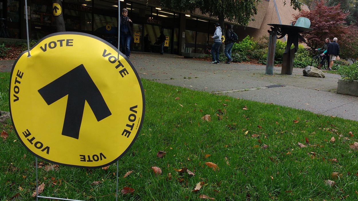 Un bureau de vote au centre aquatique de Vancouver