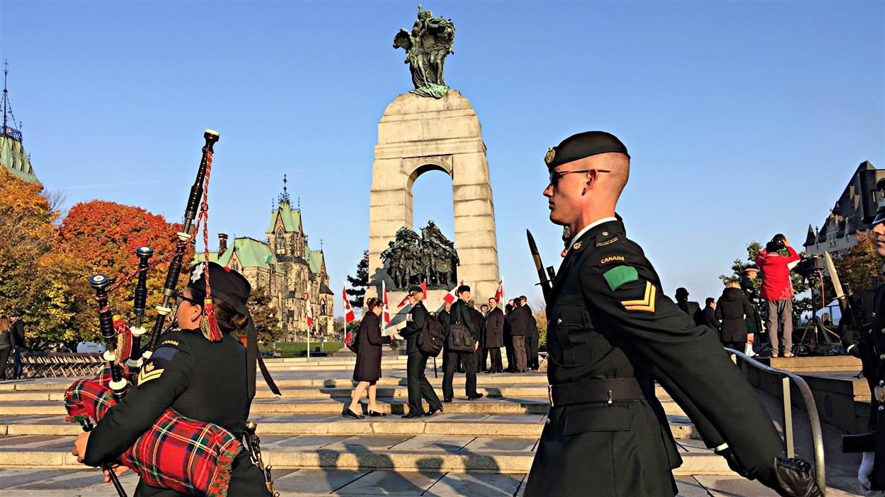 Cérémonie de commémoration de l'attentat au Monument commémoratif de guerre. (22-10-15)
