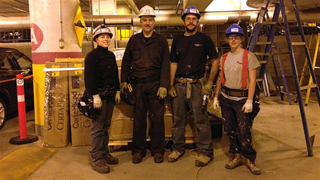 Des employés de la compagnie Isolation Val-Mers