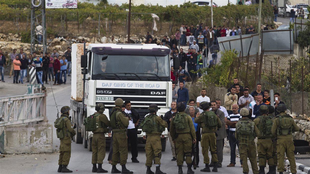 L'armée israélienne renforce sa position en Cisjordanie après une attaque à l'arme blanche.