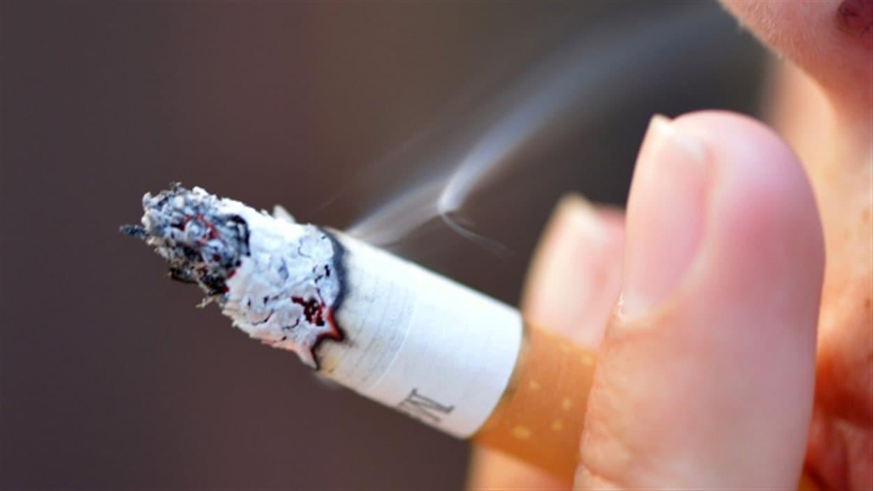 La Ville de Saskatoon pourrait interdire la cigarette dans ses espaces publics.
