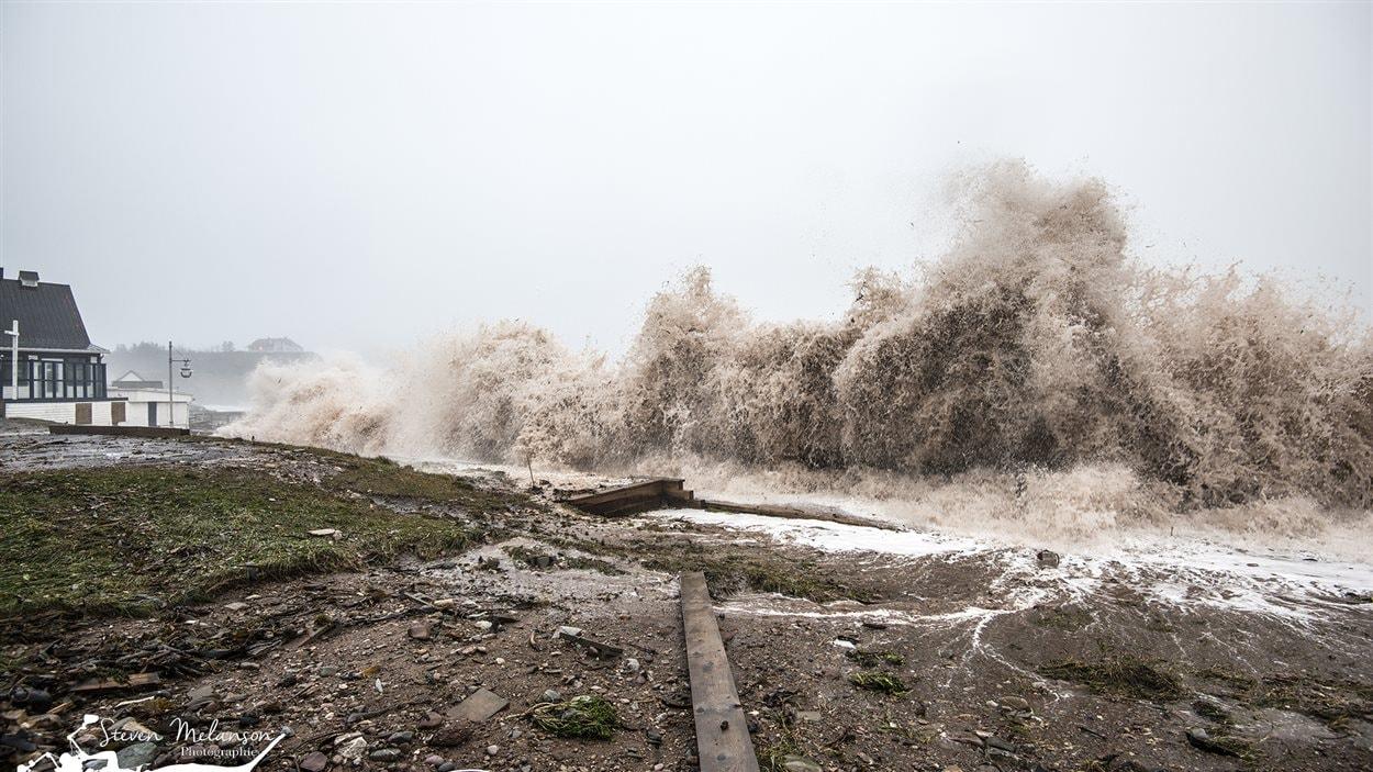 La tempête frappe Percé.