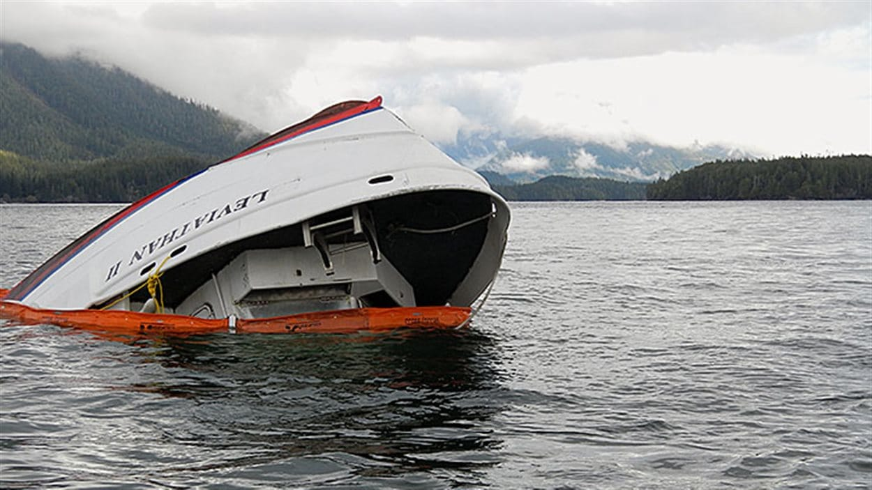 Épave du Leviathan II après le naufrage qui a fait 5 morts au large de Tofino