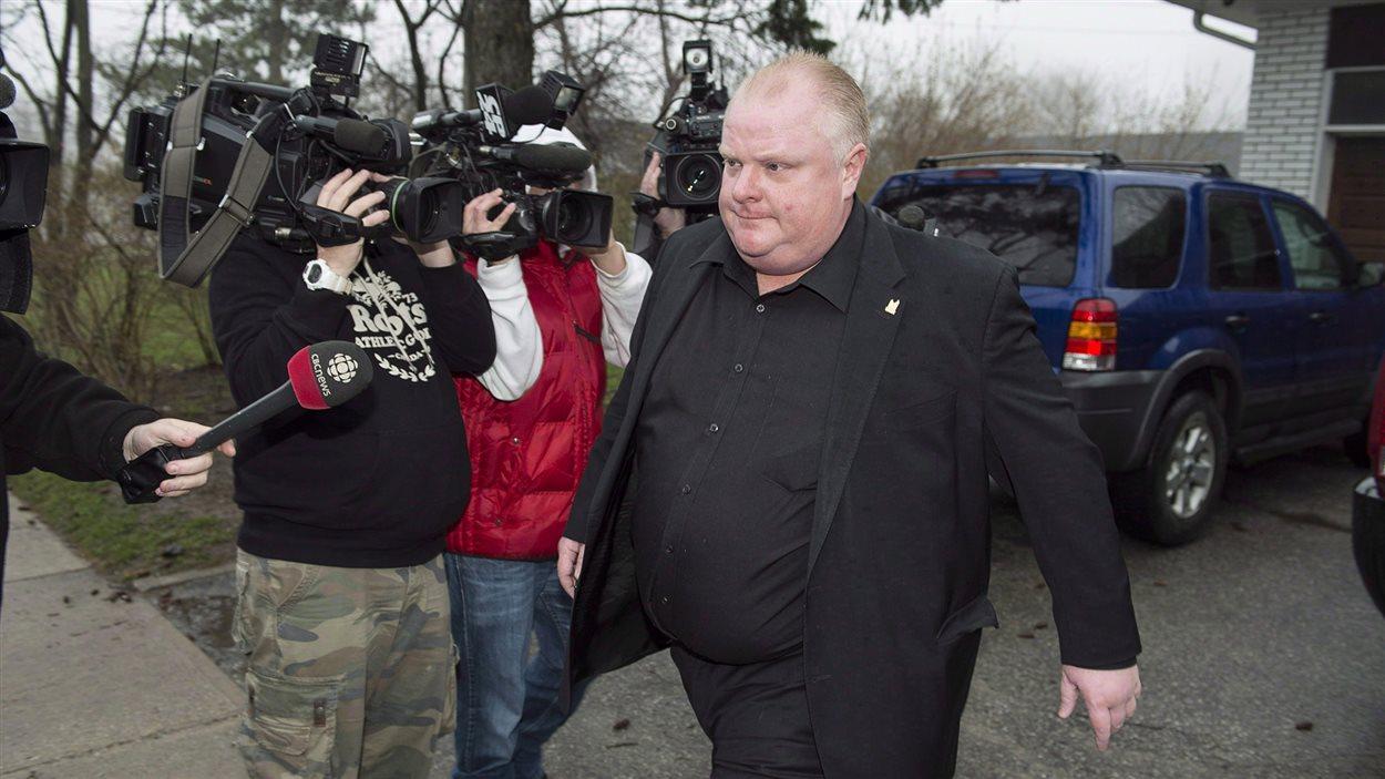 Rob Ford part de chez lui pour se rendre en cure de désintoxication le 1er mai 2014.