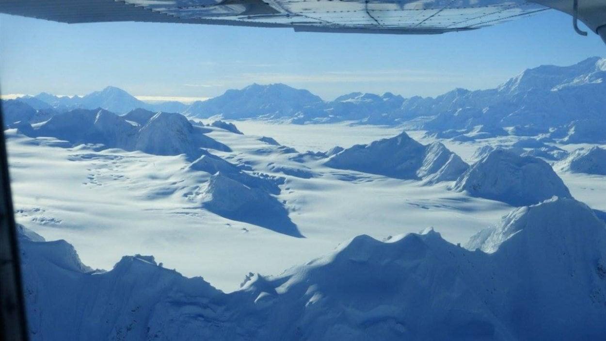 Le champ de glace des montagnes St. Elias dans le parc et réserve nationale Kluane où se trouvent les plus hauts sommets du Canada.