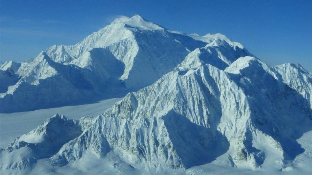 Le mont Logan, le plus haut sommet au Canada (5959 mètres).