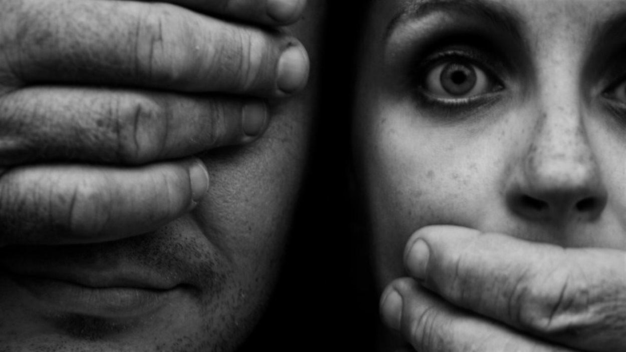 Il y a un an, le mot-clic #agressionnondénoncée a déferlé dans les médias sociaux.