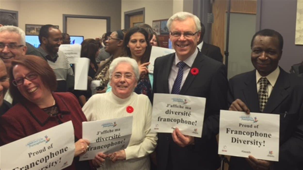 Lancement de la Semaine nationale de l'immigration francophone à Saint-Boniface, au Manitoba. De gauche à droite : Sylviane Lanthier, Jacqueline Blay, Greg Selinger et Ibrahima Diallo