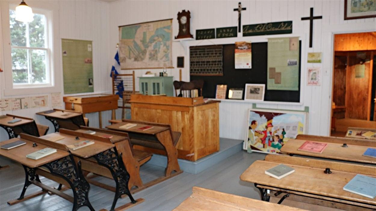 L'intérieur de la classe de l'école du rang Cinq-Chicots.