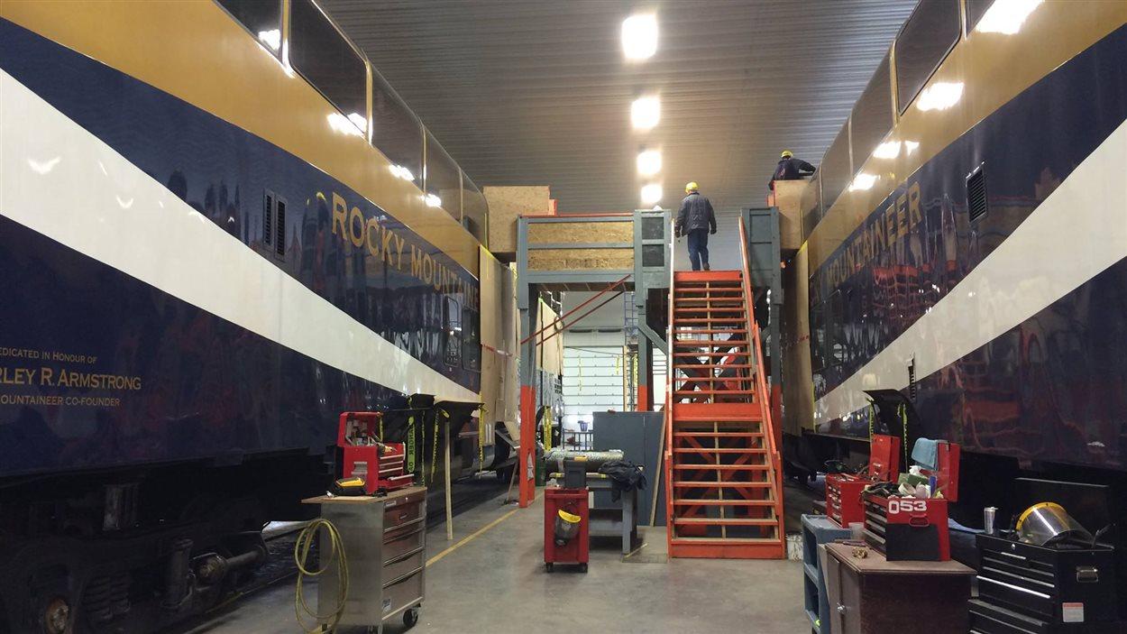 L'intérieur des deux voitures de Rocky Mountaineer est complètement restauré. Il s'agit de voitures panoramiques à deux étages. Après les travaux, la valeur de chaque voiture s'élèvera à 7,2 millions de dollars.