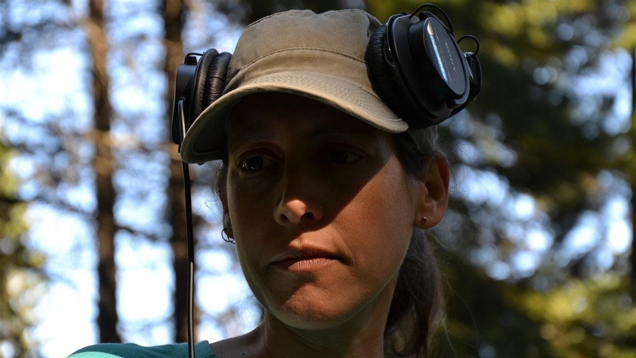 La caméraman et réalisatrice Monia Blanchet.