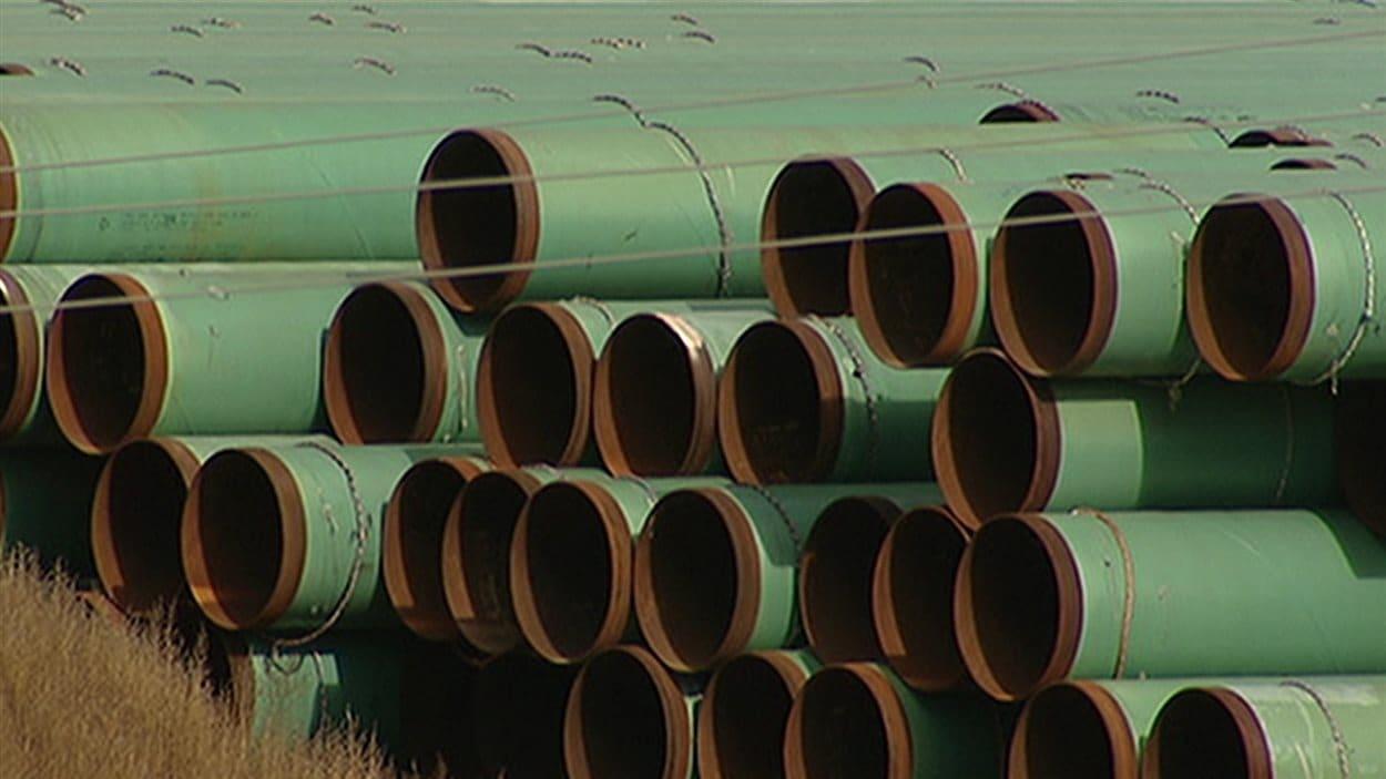 Des morceaux de pipeline en attente d'être assemblés