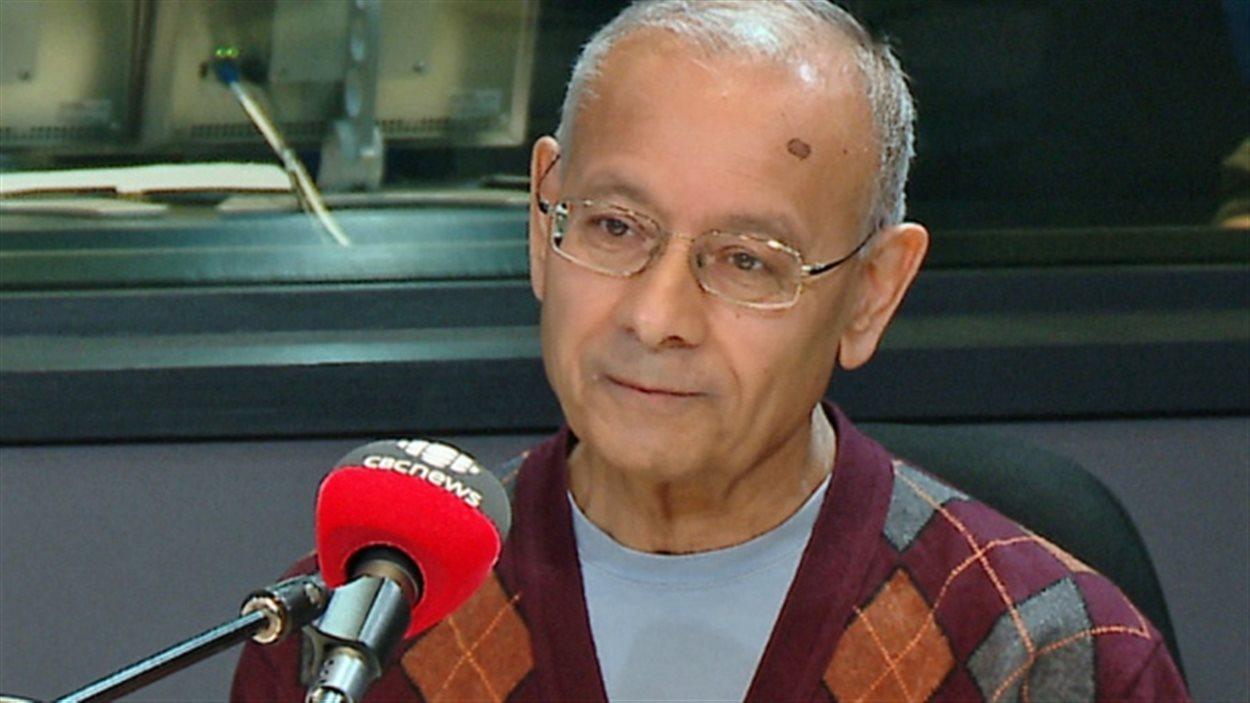L'ancien président de la Commission des services de police de Toronto, Alok Mukherjee