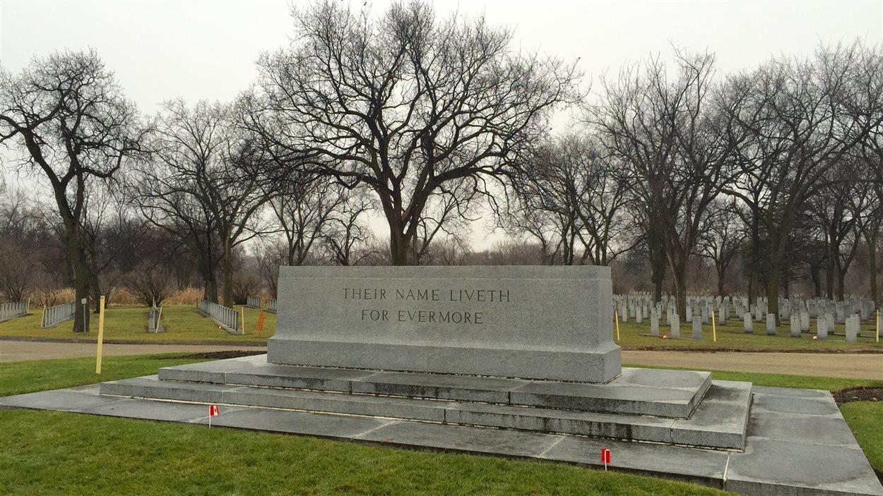 La Pierre du Souvenir dans le cimetière Brookside à Winnipeg.