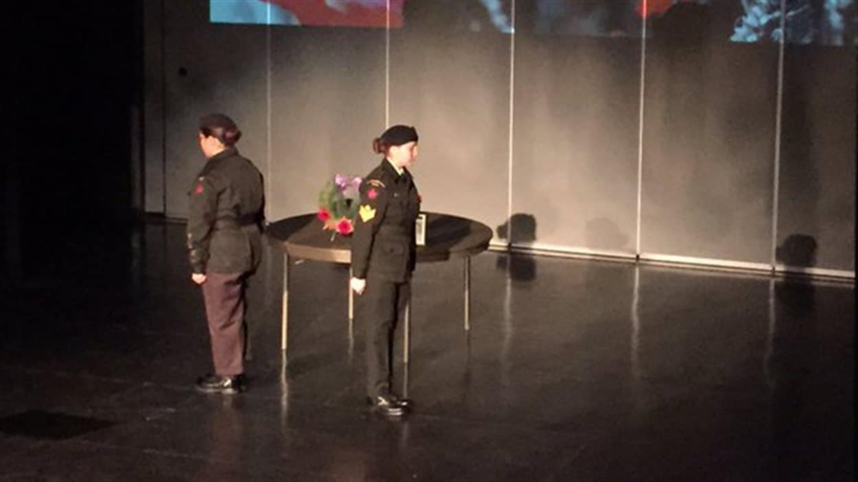 Une cérémonie pour souligner le jour du Souvenir a eu lieu au pavillon Gustave Dubois de l'École canadienne-française de Saskatoon mardi