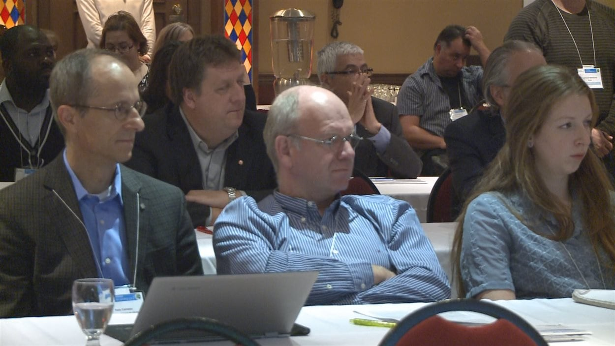 Des participants au Symposium sur la gestion de l'eau de Rivière-du-Loup
