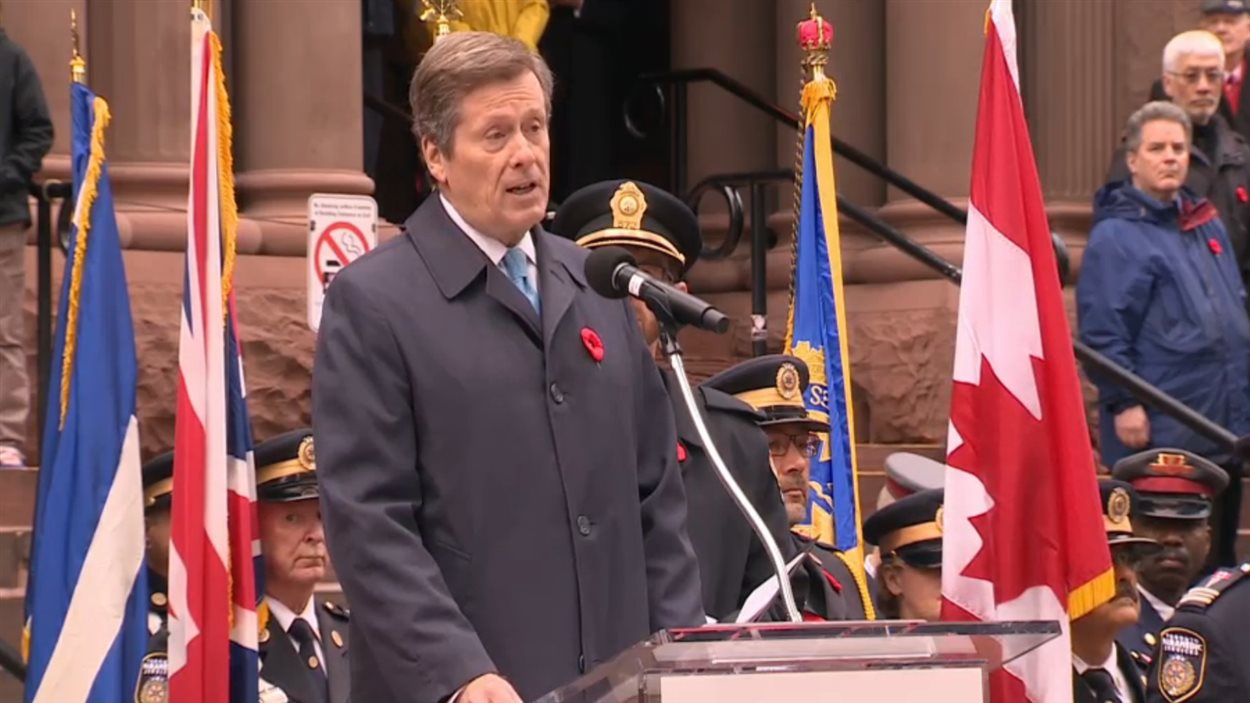 Le maire de Toronto, John Tory, à la cérémonie du Jour du Souvenir