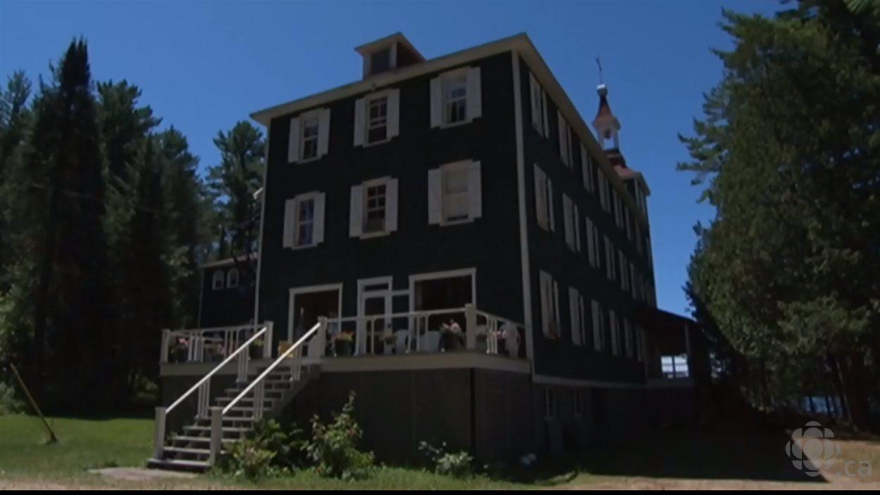 Le domaine était la résidence d'été des Pères de Sainte-Croix depuis 1933.
